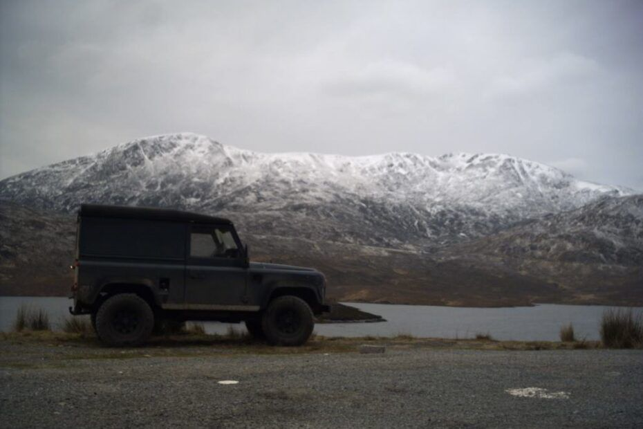 Land_rover_snow_scenic